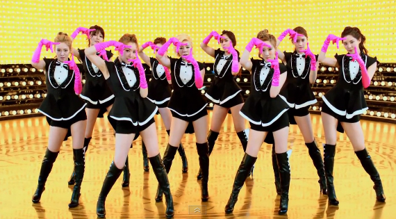 """Girls' Generation Releases MV and Dance Ver. MV for """"Paparazzi"""""""