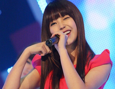 "IU Dances to ""Troublemaker"" at Concert"