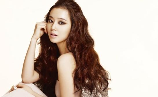 Moon Chae Won's Airport Fashion Looks Pleasantly Plain