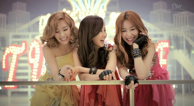 """Girls' Generation's TaeTiSeo Graces the Cover of """"Elle Girl"""""""