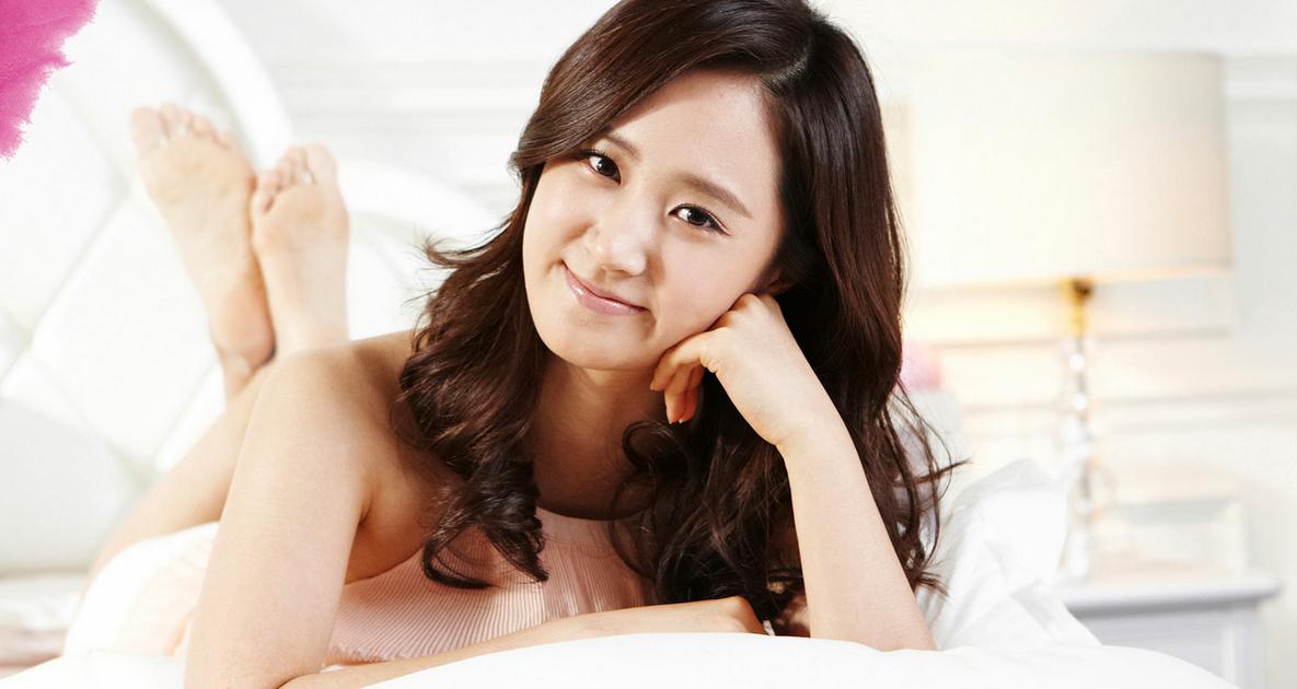 "Girls' Generation's Yuri's Alluring Black-and-White Spread for ""Harper's Bazaar"""
