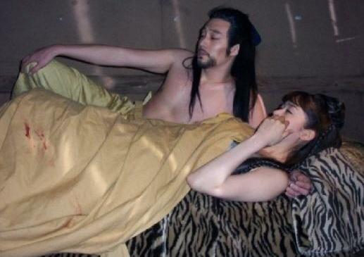 So Ji Sub and Sung Yuri's Awkward Bed Scene