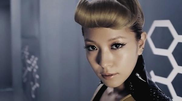 "BoA Receives Special ""Diamond Tears"" Headphones from JYP"