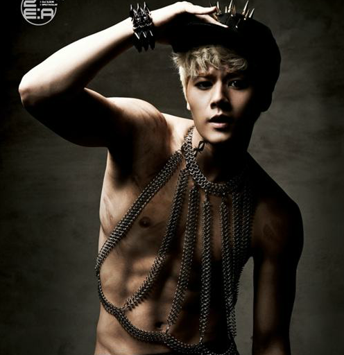 ZE:A's Dongjun Reveals His Washboard Abs