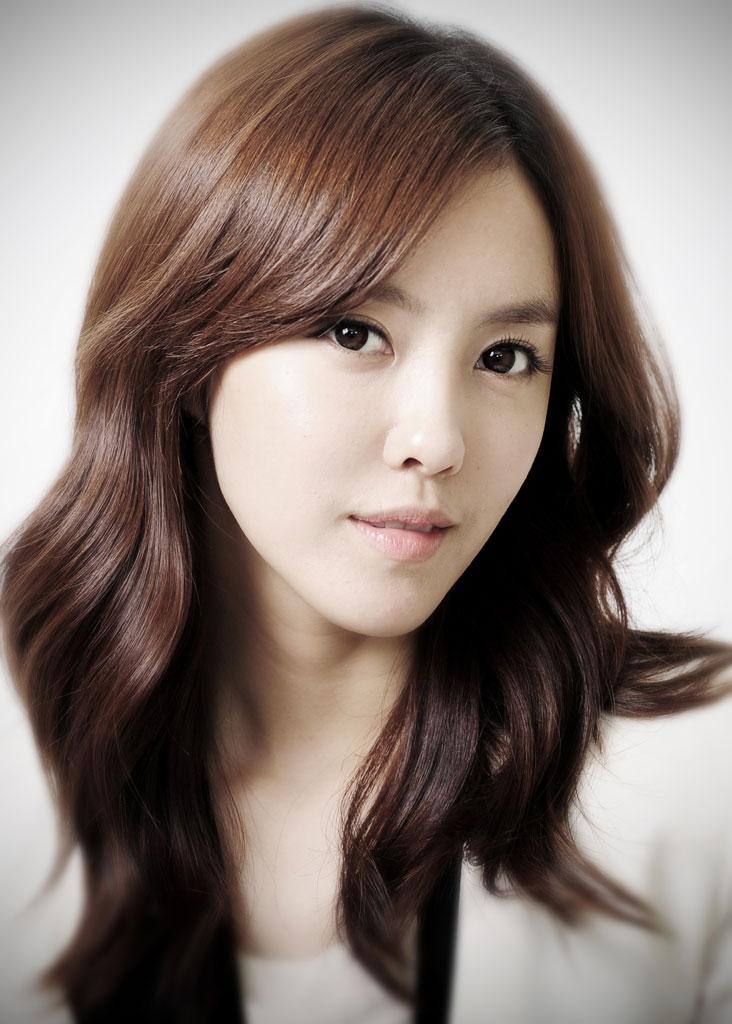 T-ara Hyomin's Dazzling New Pink Hair