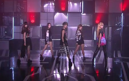 """f(x) Makes Inkigayo Comeback Performances With """"Jet"""" and """"Electric Shock"""""""