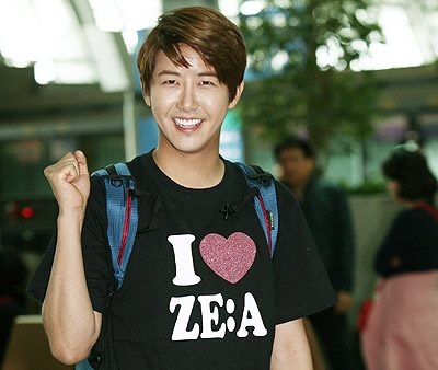 "ZE:A's Kwang Hee Leaves ""The Rules of the Jungle"" Due to Leg Injury"