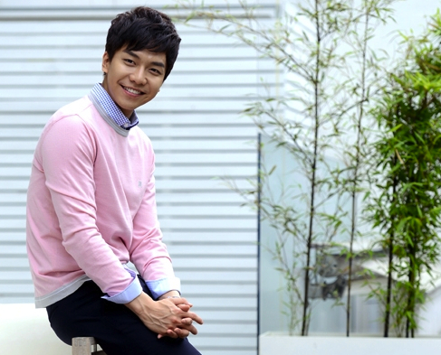 "Lee Seung Gi: ""I'm Looking for a Happy Ending in My Life"""