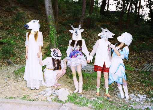 Key Gives His Support to f(x) by Wearing a Horse Mask?