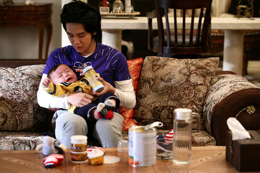 Jang Geun Suk Wants to be Recognized by His Son Mason Moon
