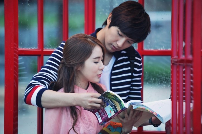 """Queen In Hyun's Man"" Unveils Two Romantic Kiss Scenes between Yoo In Na and Ji Hyun Woo"