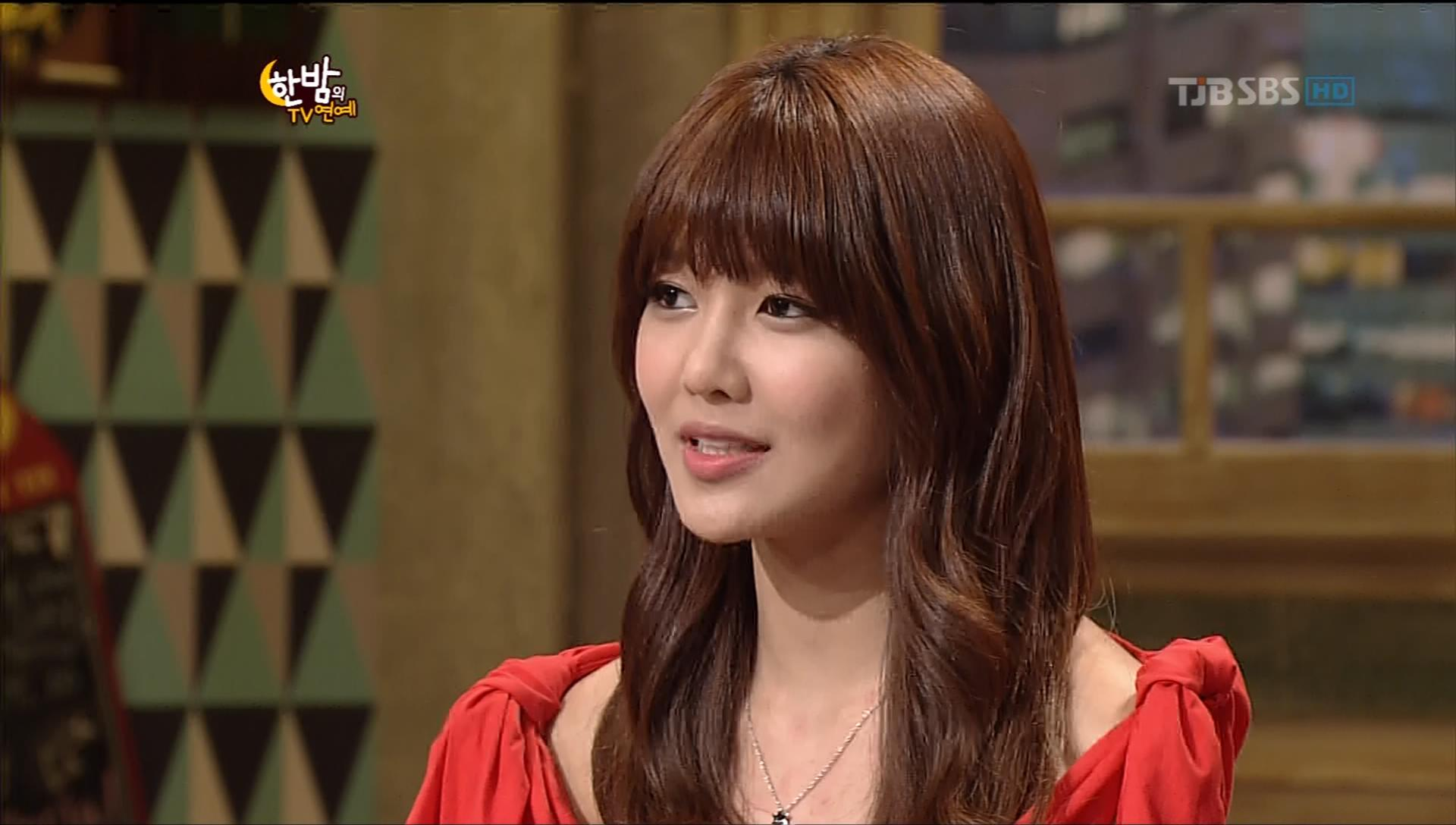 Girls' Generation Sooyoung Wistfully Sighs at News of Celebrity Couples