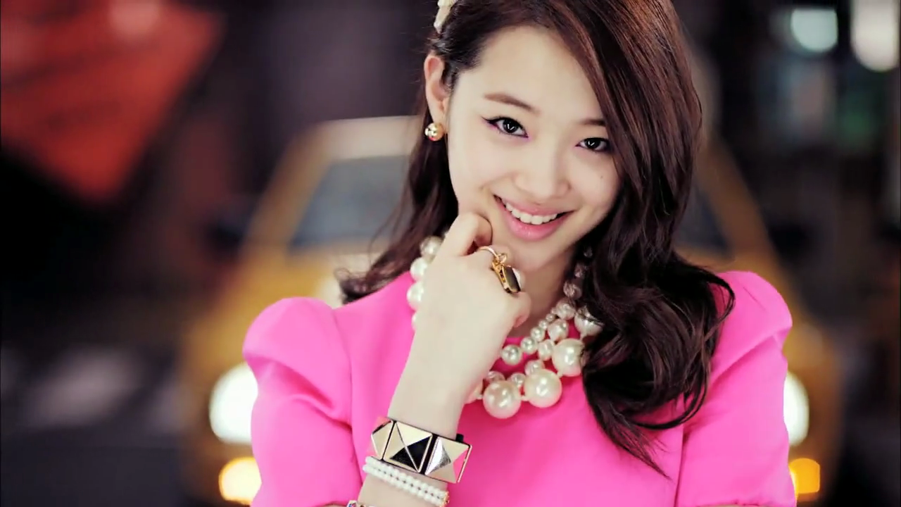 f(x)'s Sulli Attracts Attention with Pre-orthodontics Photos