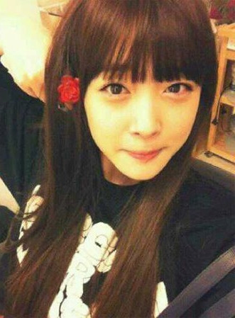 f(x)'s Sulli Updates Fans with New Selca