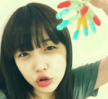 f(x)'s Sulli Thanks Fans with a New Selca
