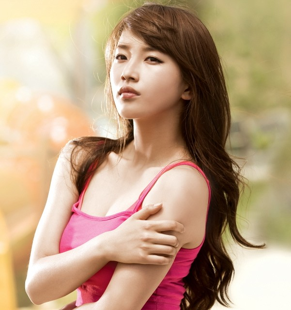 Suzy is the New Model for Caribbean Bay Along with 2PM