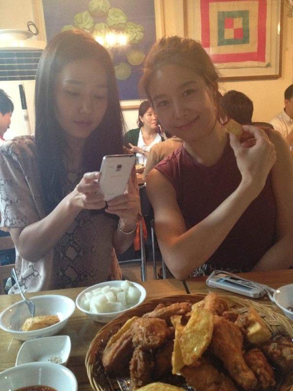 Ock Joo Hyun and Lee Jin Looking Pretty on Dinner Date