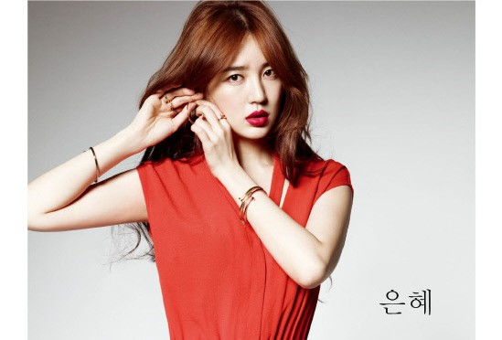 "Yoon Eun Hye's Flowering Beauty for ""High Cut"""