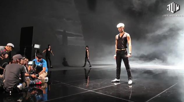 """Jang Wooyoung Releases Music Video BTS for """"Sexy Lady"""""""