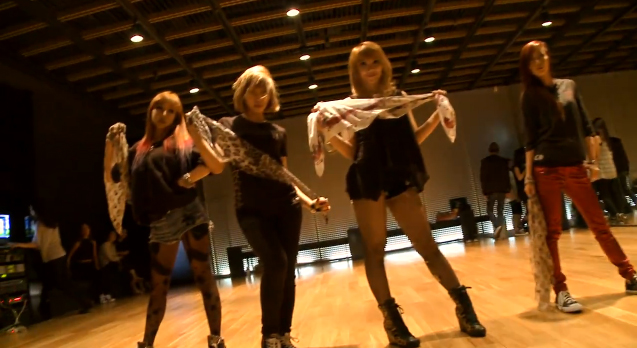"2NE1 Releases Dance Practice for ""I Love You"""