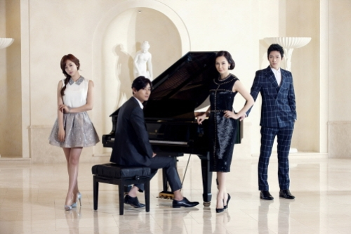 "Poster Stills from Joo Ji Hoon and T-ara Eunjung's ""Five Fingers"" Revealed"