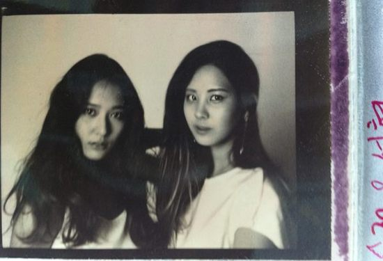 f(x) Krystal and Seohyun Take Black and White Picture Together