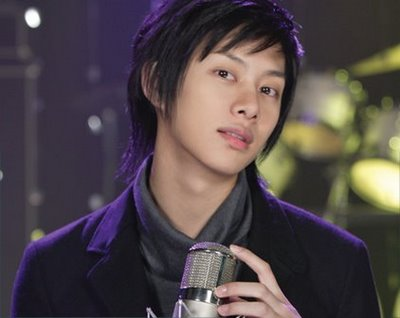 Super Junior's Heechul Gives Stern Warning to Sasaeng Fans and Taxis