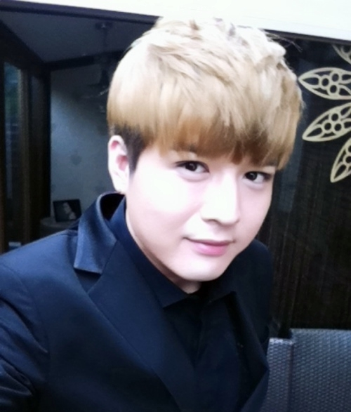Super Junior's Shindong Reveals a Picture of His Girlfriend?