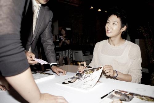 Park Yoochun Holds Fan Autograph Event at Blacksmith