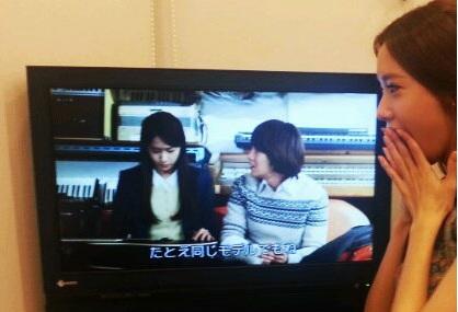 "Girls' Generation YoonA Watching Herself on ""Love Rain"" in Japan!"