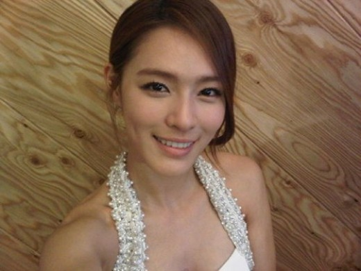 Kahi Displays Flawless and Milky Complexion Despite Lack of Makeup