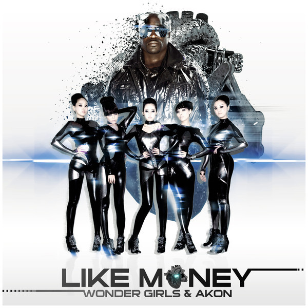 Wonder Girls Take a Photo with World Star Akon