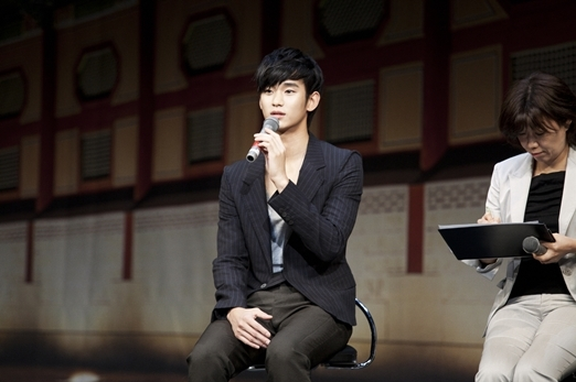 """100 Media Sources Cover Kim Soo Hyun's """"The Moon That Embraces the Sun"""" Tokyo Press Conference"""