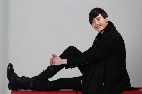 Lee Jong Suk Becomes a Real Pilot – Trains for 3 Months