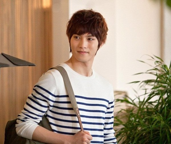 """CNBlue's Lee Jong Hyun Is a """"Flower Boy"""" for """"Vogue Girl"""""""