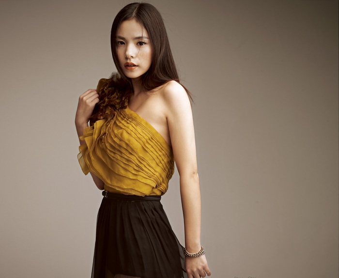 Min Hyo Rin Wows in a Swimsuit