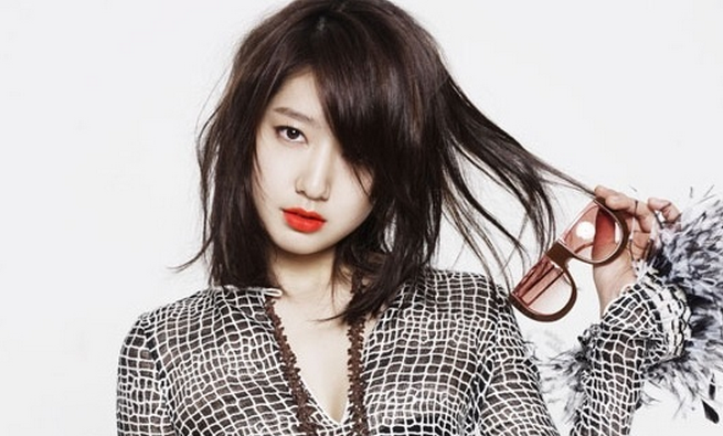 """""""Don't Worry, I'm a Ghost"""" Releases First Teaser Still of Park Shin Hye"""