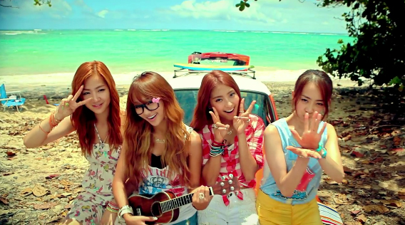 """SISTAR Performs """"Loving U"""" and a Summer Special Remix on Inkigayo"""