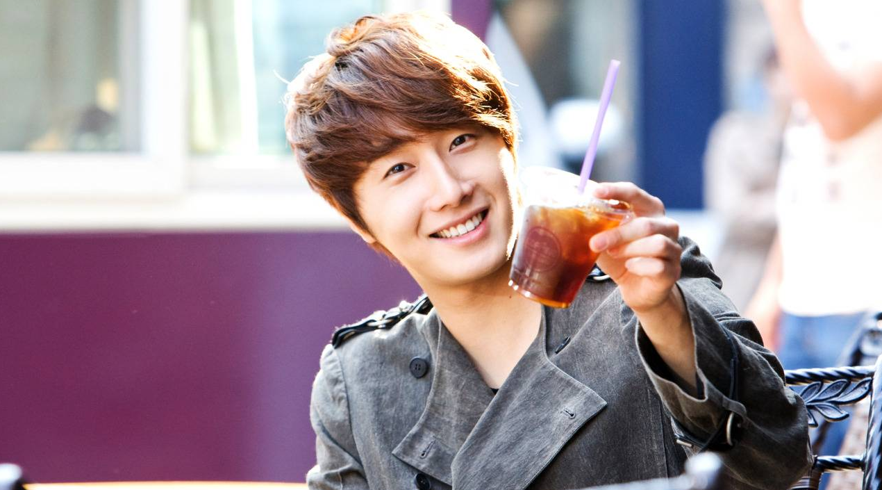 Jung Il Woo Updates Fans from China
