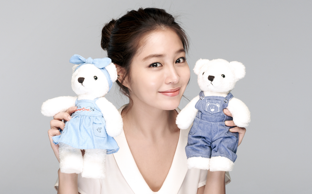 Photo of Lee Min Jung that Started the Dating Rumors with Lee Byung Hun Resurfaces