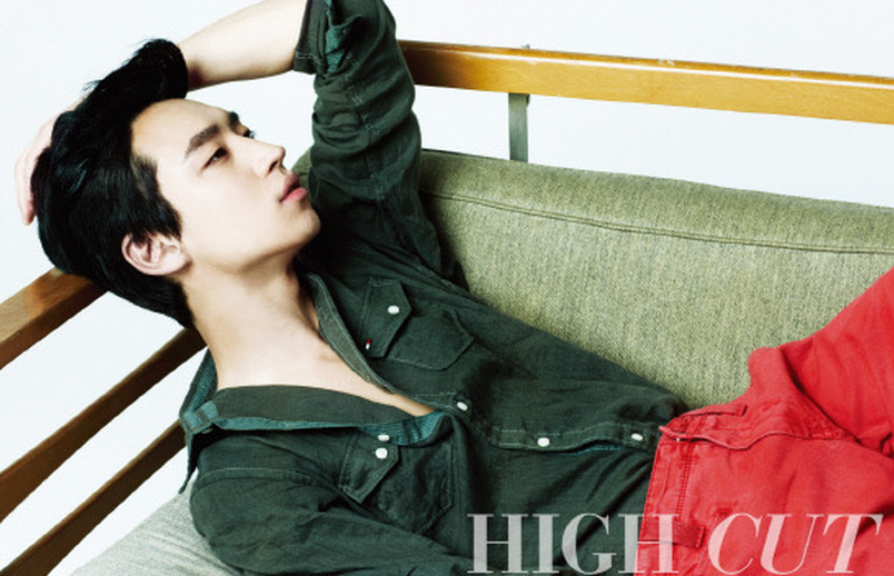 """Fashion King's"" Lee Jae Hoon Flashes his Killer Smile during CF Shoot"