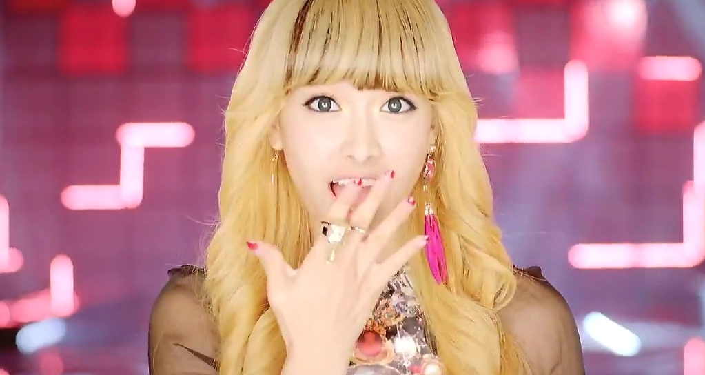 f(x)'s Victoria Enjoys Eating Pig Intestines, Chicken Brain, Cow Tongue, and More!