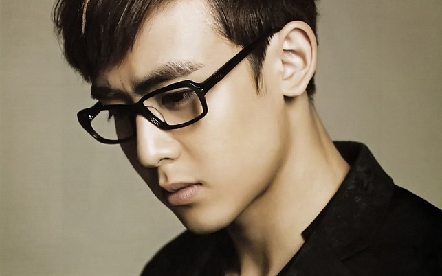 Caribbean Bay Removes Nichkhun's Photo from Website Following DUI Accident