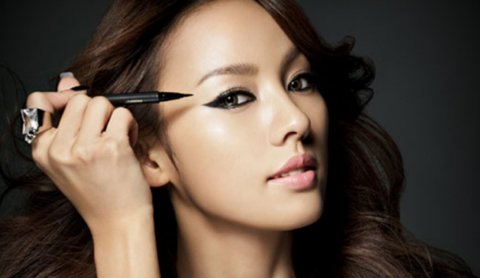 Female Idols and the Importance of Eyeliner