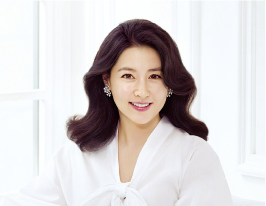 Lee Young Ae Heads to Louis Vuitton Event in France as Asia's Representative Star