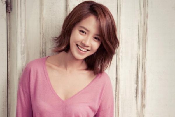 Song Ji Hyo Endorses Bobbi Brown