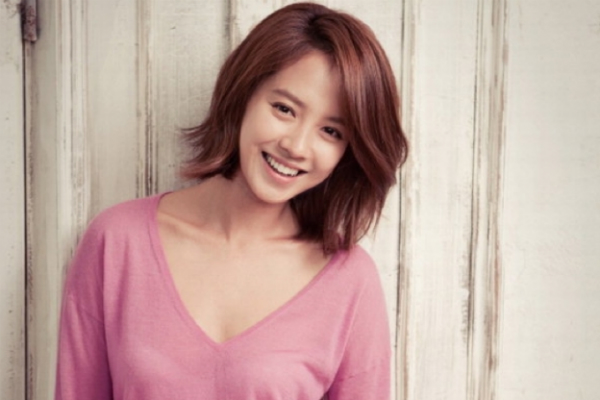 Song Ji Hyo Endorses Bobbi Brown