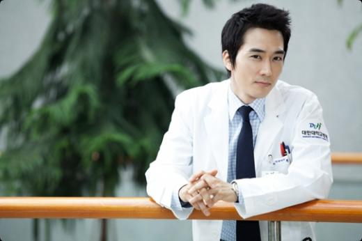 "Song Seung Hun: ""I Don't Know Why I Didn't Get Into Historical Dramas Earlier"""