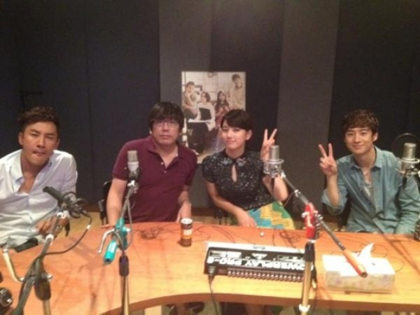 "miss A's Suzy, Uhm Tae Woong, and Lee Jae Hoon Gather Together to Record Commentary for ""Architecture 101"""