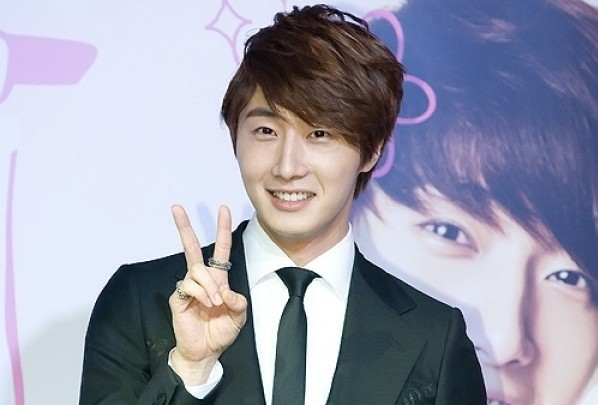 Jung Il Woo Launches Official Japanese Fan Club